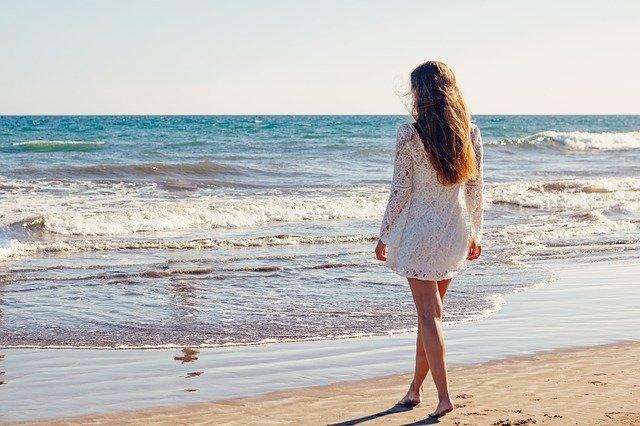 žena a moře