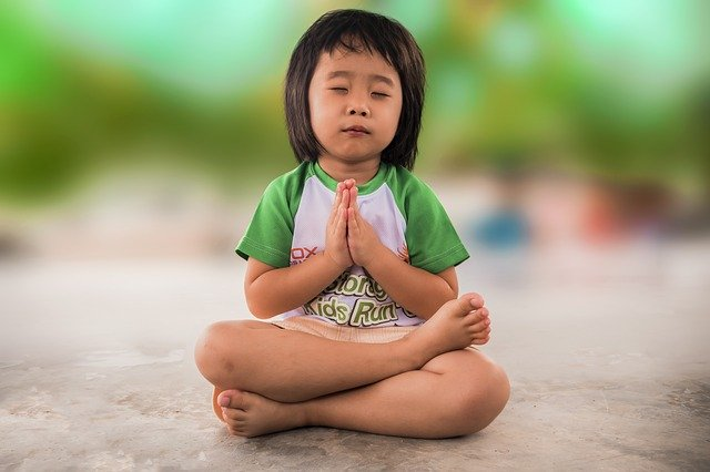 meditující dítě