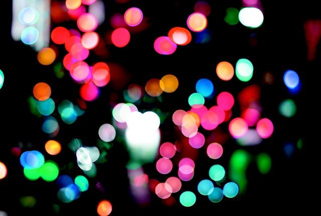 barevná světla ve tmě