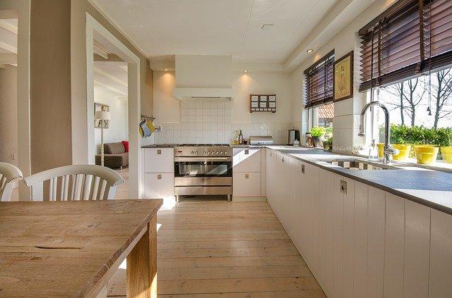 moderní bílá kuchyně